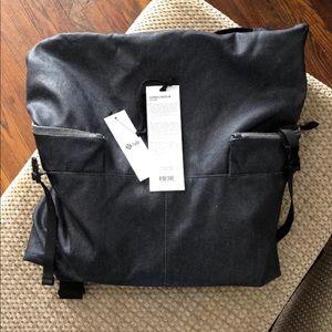 lululemon lab exclusive bag